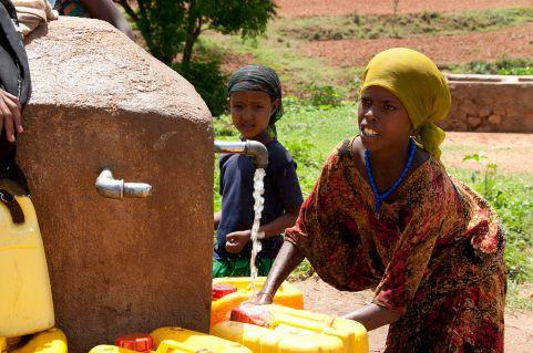 1024px-Local_Girls_in_Babile_Ethiopia_2012